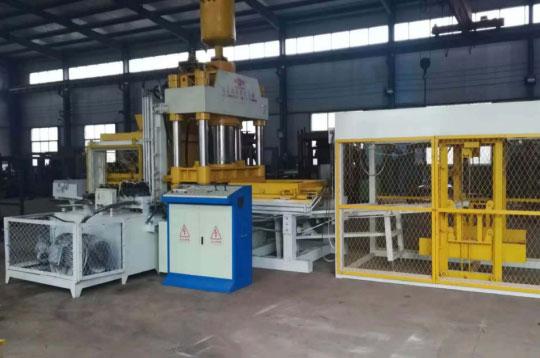 400吨静压砖机