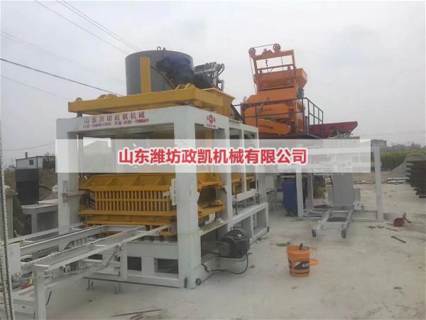 生产中的中小型水泥砖机厂